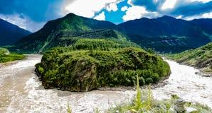 Гранд-каньон Yarlung Zangbu, Тибет стоковое фото