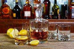 Графинчик и стекло вискиа Стоковая Фотография