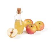 Графинчик при изолированный уксус яблока Стоковые Фото