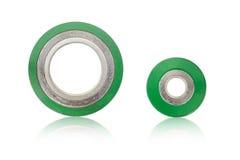Графит кольца спиральной обветренной нержавеющей стали набивкой наружный в внутреннем изоляте кольца на белой предпосылке Стоковая Фотография RF