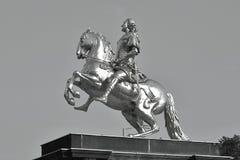 Графический взгляд крупного плана золотого памятника Goldener Reiter всадника Augustus сильный des Starken в августе - Saxon и по стоковое фото rf