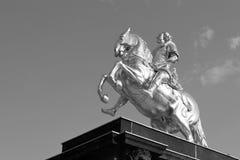 Графический взгляд крупного плана под золотым памятником Goldener Reiter всадника Augustus сильный des Starken - Saxo в августе стоковые изображения