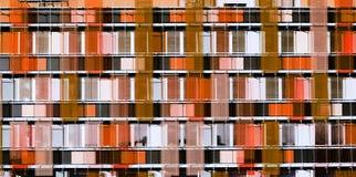 Графическое здание фасада небоскреба - цвета коралла стоковое фото rf