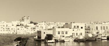 Графическое Naoussa& x27; порт s на острове Paros в Греции в старых ретро цветах Известное touristic назначение Стоковая Фотография RF