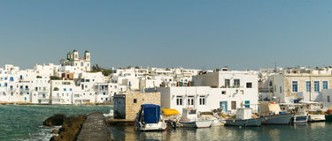 Графическое Naoussa& x27; порт s на острове Paros в Греции Известное touristic назначение Стоковые Фото