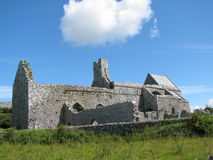 Графство Клара Ирландия Burren аббатства Corcomroe Стоковые Фотографии RF