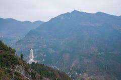 Графство Wenshan, Чунцин Wenfeng Forest Park обозревая мост и Wushan County Wushan Рекы Янцзы Стоковая Фотография RF