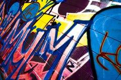 Граффити на МАМЕ правописания теннисного корта стоковая фотография
