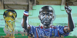 Граффити представляя thuram lilian футболиста стоковое изображение rf