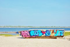 Граффити ржавого корпуса шлюпки красочные Стоковые Изображения RF