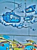 Граффити улицы на общественной антенне телевидения CRT объявления облака стены передали Novi унылую Сербию 08 14 2010 Стоковое Изображение