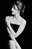 Грациозно дама в темноте Стоковые Фотографии RF