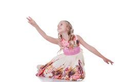 Грациозно белокурые танцы девушки в студии Стоковое Фото