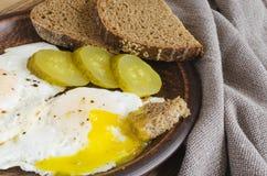 градиенты завтрака произведения искысства editable не наслаивают никакой используемый комплект яичниц с marinated хлебом огурца и Стоковые Фото