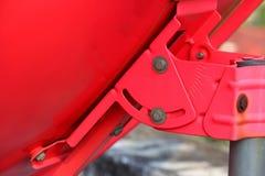 Градусы располагать красный цвет блюда спутникового ресивера Стоковое фото RF