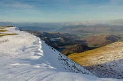 Гребень горы Snowy около Helvellyn в английском районе озера Стоковые Фото