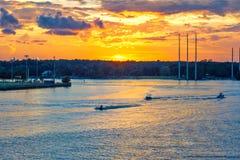 Гребля на заходе солнца на реке Mt приятной Южной Каролине Wando стоковая фотография
