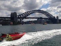 Гребля двигателя на гавани Сиднея Стоковое фото RF
