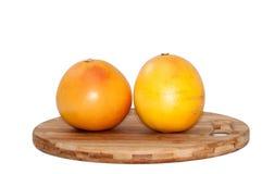 2 грейпфрута на деревянной доске Стоковые Фото