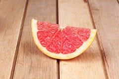 Грейпфрут на деревянной доске Стоковая Фотография