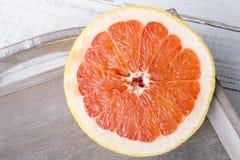 Грейпфрут на деревянной предпосылке Стоковое Изображение RF