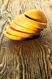 Грейпфрут отрезал в кольца на таблице Стоковые Изображения RF