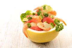Грейпфрут с креветкой и авокадоом стоковое фото rf
