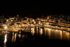 Грек пасха в Крите в ажио Nikolaos Ноча пасхи на озере Voulismeni Стоковые Фото