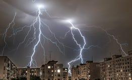Гремит в ночах лета в городе Стоковое Изображение RF