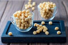 Гренки слойки, малые шарики печенья, добавка супа стоковые изображения rf