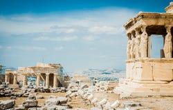 Греция, Афины, август 2016, акрополь Афин, старой цитадели расположенной на весьма скалистом выходе на поверхность над городом At стоковое фото