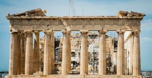 Греция, Афины, август 2016, акрополь Афин, старой цитадели расположенной на весьма скалистом выходе на поверхность над городом At Стоковые Изображения