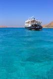 Греция В лете грузит в гавани в море около острова Стоковые Изображения RF