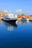 Греция В лете грузит на пристани в море Стоковая Фотография RF