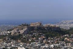 Греция, Парфенон на холме акрополя и афинский riviera как далекая предпосылка стоковое изображение rf