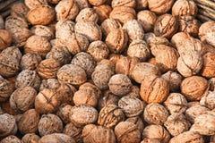 Грецкие орехи в корзине стоковое изображение rf