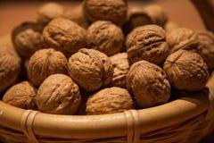 Грецкие орехи в корзине Стоковые Фотографии RF
