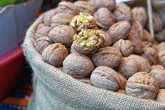 Грецкие орехи в мешке Стоковые Изображения