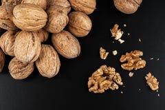 Грецкие орехи изолированные на черной предпосылке Стоковые Изображения RF