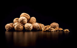 Грецкие орехи изолированные на черной предпосылке Стоковое Изображение RF