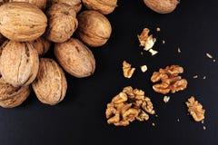 Грецкие орехи изолированные на черной предпосылке Стоковое Изображение