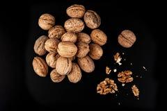Грецкие орехи изолированные на черной предпосылке Стоковая Фотография