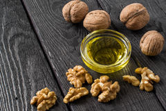 Грецкие орехи и масло грецкого ореха Стоковое фото RF