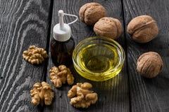 Грецкие орехи и масло грецкого ореха Стоковые Изображения