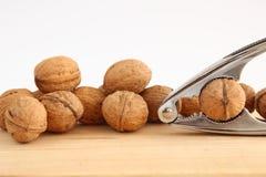 Грецкие орехи и Щелкунчик на древесине Стоковая Фотография RF