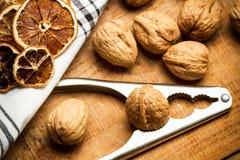 Грецкие орехи и Щелкунчик Стоковая Фотография RF