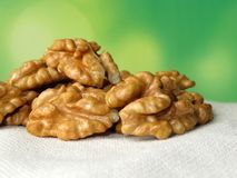 Грецкие орехи на зеленой естественной предпосылке Стоковая Фотография