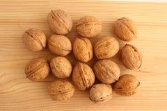 Грецкие орехи на древесине Стоковая Фотография