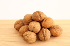 Грецкие орехи на древесине Стоковые Фото