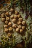 Грецкие орехи с травами стоковое изображение rf